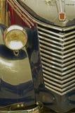 Vecchia cartolina con un'vecchia automobile italiana 1 Immagini Stock