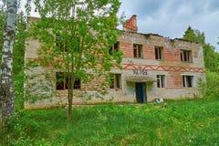 Vecchia casa abbandonata in legno Fotografie Stock