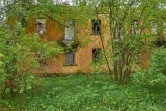 Vecchia casa abbandonata in legno Immagini Stock Libere da Diritti