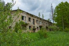 Vecchia casa abbandonata in legno Fotografia Stock Libera da Diritti