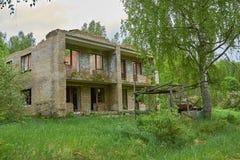 Vecchia casa abbandonata in legno Fotografia Stock