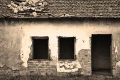 Vecchia casa abbandonata nella seppia Fotografia Stock Libera da Diritti