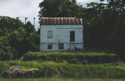 Vecchia casa abbandonata sul canale di C&O Fotografie Stock Libere da Diritti