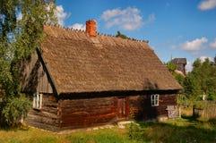 Vecchia casa alla moda del cottage in campagna polacca Fotografia Stock Libera da Diritti