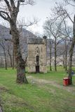 Vecchia casa alta e stretta nella città di Bellinzona Fotografie Stock Libere da Diritti
