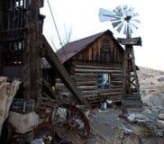 Vecchia casa in città fantasma immagine stock libera da diritti