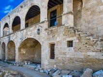 Vecchia casa con gli arché in città di Rodi Fotografie Stock Libere da Diritti