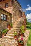 Vecchia casa con mattoni a vista in Toscana Fotografia Stock Libera da Diritti