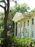 Vecchia casa del sud abbandonata storica di stile della piantagione in Brooksville FL immagini stock libere da diritti