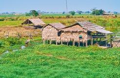 Vecchia casa del trampolo su acqua, regione di Pegu, Myanmar Fotografia Stock Libera da Diritti
