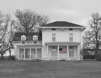 Vecchia casa dell'azienda agricola in in bianco e nero Fotografia Stock Libera da Diritti