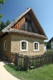 Vecchia casa di campagna fatta dei mattoni del fango Fotografie Stock
