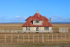 Vecchia casa di legno abbandonata dell'azienda agricola Fotografie Stock Libere da Diritti
