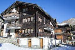 Vecchia casa di legno costruita nel 1758 alla Saas-tassa Fotografie Stock Libere da Diritti