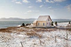 Vecchia casa di legno dal mare Fotografia Stock
