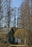 Vecchia casa di legno nell'inverno Fotografia Stock Libera da Diritti