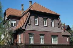 Vecchia casa di legno rossa Immagini Stock