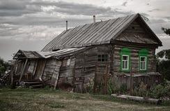 Vecchia casa di legno rovinata Fotografia Stock