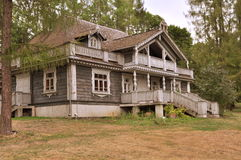 Vecchia casa di legno russa Immagini Stock Libere da Diritti