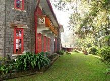 Vecchia casa di pietra con il balcone romantico Immagini Stock Libere da Diritti