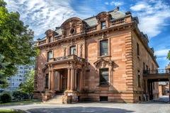 Vecchia casa di pietra rossa Fotografie Stock Libere da Diritti