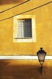 Vecchia casa gialla Fotografie Stock