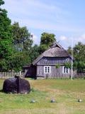 Vecchia casa Latvia dei fishermans immagine stock