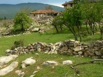 Vecchia casa in montagna di Rhodope, Bulgaria immagini stock