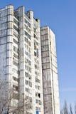 Vecchia casa multi-storey. immagine stock libera da diritti