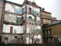 Vecchia costruzione fatta saltare Fotografia Stock Libera da Diritti