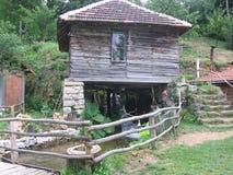 Vecchia casa nella montagna fotografia stock