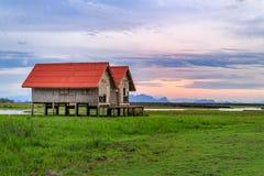 Vecchia casa per le viste del tramonto e dell'alba di panorama a Thale Noi in Phatthalung, Tailandia Immagini Stock Libere da Diritti