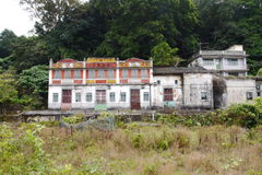 Vecchia casa in periferia Immagine Stock Libera da Diritti