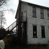 Vecchia casa posteriore della scuola di chiesa di vista laterale nel PA di impresa fotografia stock libera da diritti
