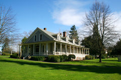 Vecchia casa ripristinata. Fotografia Stock Libera da Diritti