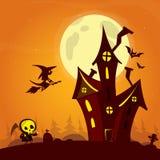 Vecchia casa spettrale del fantasma con la luna dello sciocco e la strega di volo Cardposter di Halloween Illustrazione di vettor fotografia stock