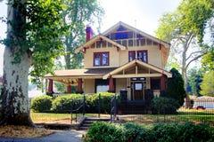 Vecchia casa storica piacevole Immagini Stock