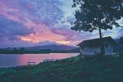 Vecchia casa sul lago laterale Immagine Stock Libera da Diritti