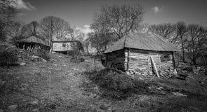 Vecchia casa in un paesino di montagna Immagine Stock Libera da Diritti