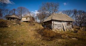 Vecchia casa in un paesino di montagna Fotografia Stock Libera da Diritti