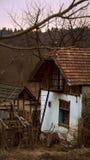 Vecchia casa in un posto a distanza Fotografie Stock