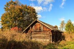 Vecchia casa in villaggio abbandonato Fotografia Stock