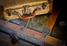 Vecchia cassa di tesoro e dei bagagli Immagini Stock Libere da Diritti