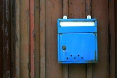 Vecchia cassetta delle lettere blu Immagine Stock