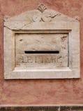 Vecchia cassetta postale della pietra decorativa Fotografie Stock Libere da Diritti