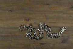 Vecchia catena chiave d'argento con le chiavi Immagini Stock