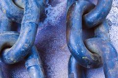 Vecchia catena e collegamenti in azzurro Fotografia Stock