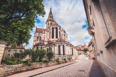 Vecchia cattedrale storica di Semur-en-auxois fotografie stock