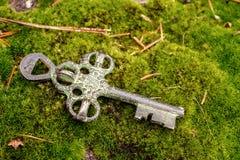 Vecchia chiave del tesoro fotografie stock