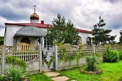 Vecchia chiesa abbandonata del villaggio Fotografie Stock Libere da Diritti